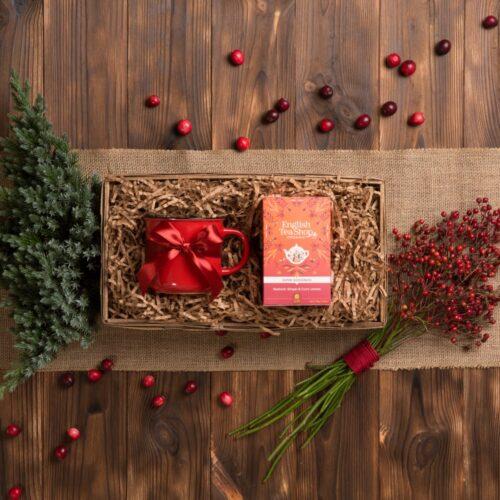 kosz prezentowy z kubkiem i herbatą organiczną